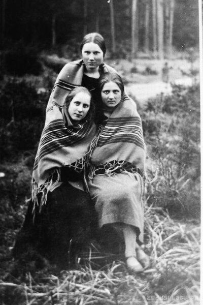 A. Sībriņa ar draudzenēm