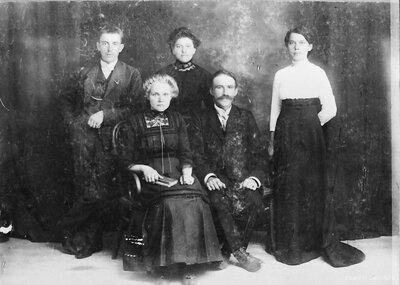 Vecpiebalgas pagasts. Mājas Kaibēni saimnieks ar ģimeni