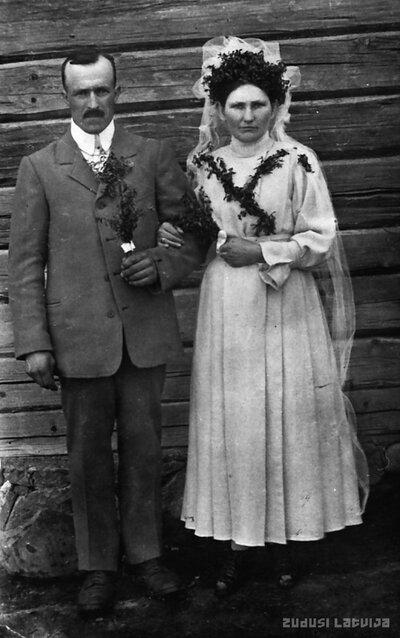 Augusts Rizgis ar sievu Lidiju (dzimušu Kļaviņu) kāzu dienā