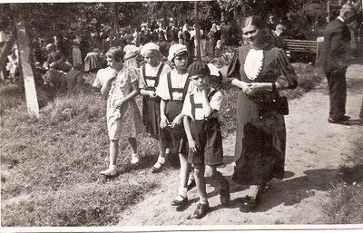 Riekstiņu ģimene kapu svētkos Ķekavā