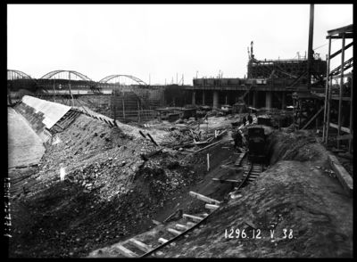 Daugavas labā krasta zemes dambja un ūdens ieteču joslas izbūve augšpus Ķeguma spēkstacijas ēkas. 1938.gada 12.maijs