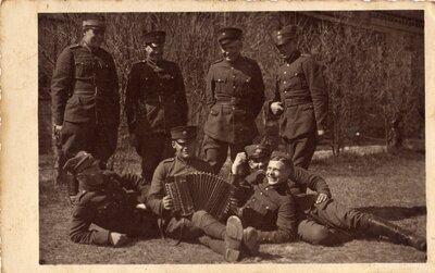 Latvijas armijas karavīri