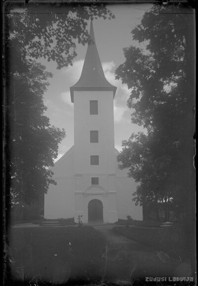 Ēveles luterāņu baznīca
