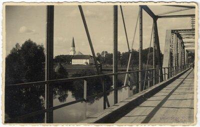 Ļaudonas luterāņu baznīca. Skats no tilta