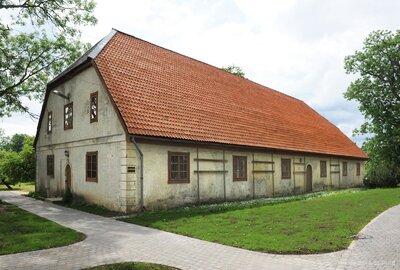 Lielīvandes muižas saimniecības ēka