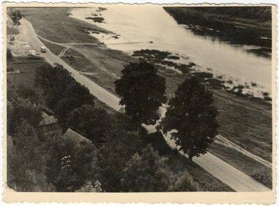 Kokneses pagasts. Rīgas - Daugavpils šoseja un Daugava aiz Kokneses pilsdrupām