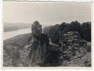 Koknese. Skats no pilsdrupām uz Daugavu un Rīgas - Daugavpils šoseju