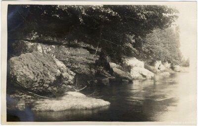 Rembates pagasts. Kalnrēžu klintis Ogres upes kreisajā krastā