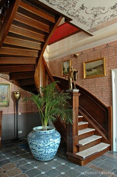 Kukšu muižas kungu māja. Kāpnes muižas interjerā