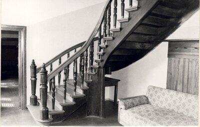 Dzelzāmura medību pils kāpnes
