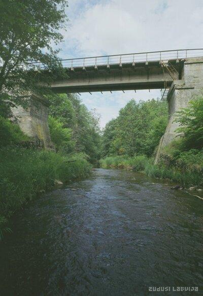 Dzelzceļa tilts pār Līčupi