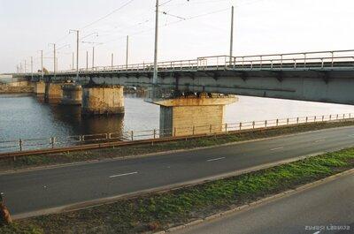 Dzelzceļa tilts pār Milgrāvja kanālu Rīgā