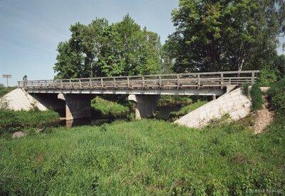 Tilts pār Bērzi