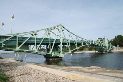 Kara ostas tilts pār Tosmāres kanālu Liepājā