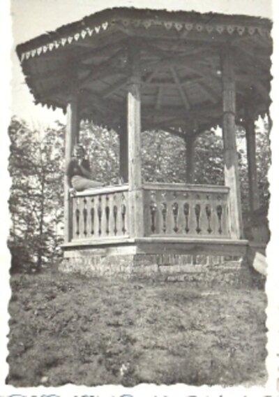 Paviljons vecajā pils parkā pie Ventas rumbas