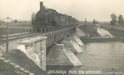 Dzelzceļa tilts pār Aivieksti