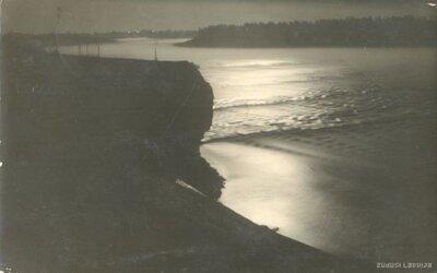 Lorelejas, Nāru klints. Grūbes krāce Daugavā pie Pļavinām