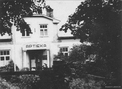Opekalna aptiekas ēka