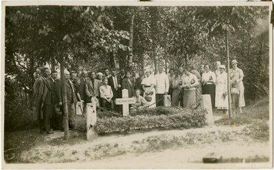 Nāves sala. Septiņu nezināmu kareivju brāļu kapi
