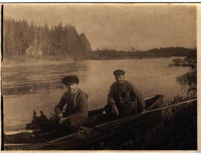 Zvejnieki laivā Lielajā Juglā
