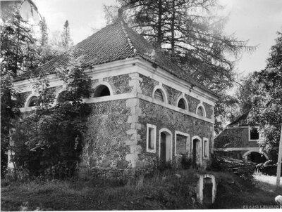 Jaunlaicenes muižas saimniecības ēkas