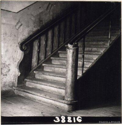 Grenstāles muiža. Kāpnes