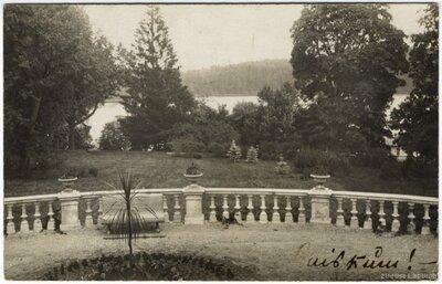 Raiskuma muižas terase ar skatu uz Raiskuma ezeru