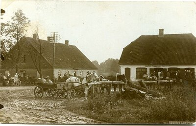 Rundāles pagasts. Pasta un piensaimnieku sabiedrības ēkas