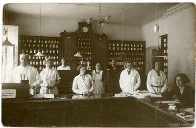 Bauskas Sabiedriskās aptiekas darbinieki