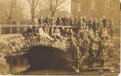 Ventspils. Bērni pie tilta