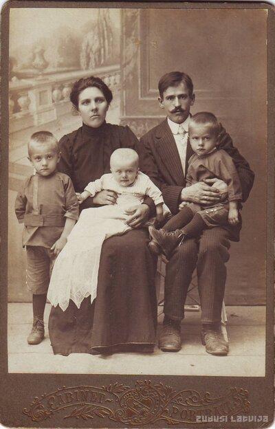 Aumeisteri. Keramiķis Pēteris Fridrihs Padedzis ar sievu Alvīni Johannu un Dēliem