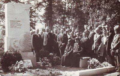 Jelgava. Kapa piemineklis lokomotīves vadītājam Kārlim Sūnam
