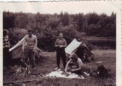 Telts apmetne pie Daugavas