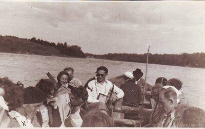 Ekskursanti laivā ceļā no Pļaviņām uz Staburagu
