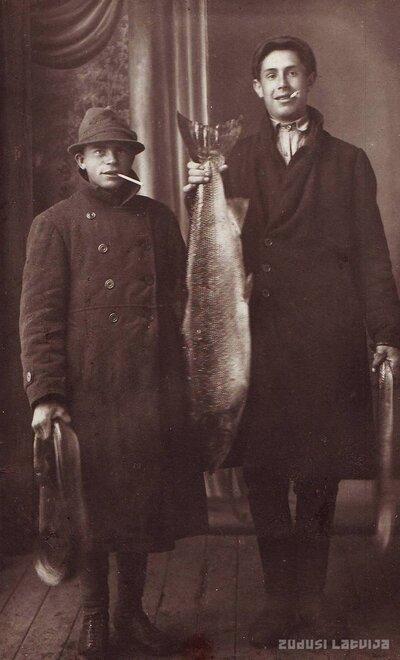 Jēkabpils. Zvejnieki ar lomu