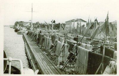 Zvejas tīklu žāvēšana Ventspils zvejas ostā
