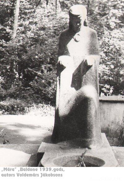 """Baldone. Skulptūra """"Māra"""