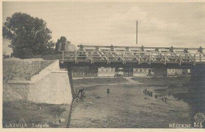 Rēzekne. Koka tilts pār Rēzeknes upi