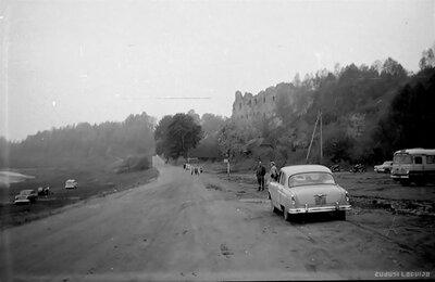 Autostāvvieta pie Kokneses pilsdrupām