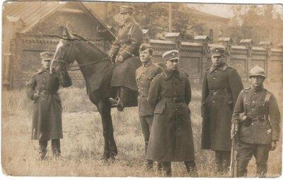 Latvijas armijas kareivji Liepājā Karostas teritorijā