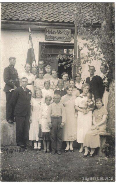 Medzes-Šķēdes 1.pakāpes pamatskola. 1937. gada absolventi
