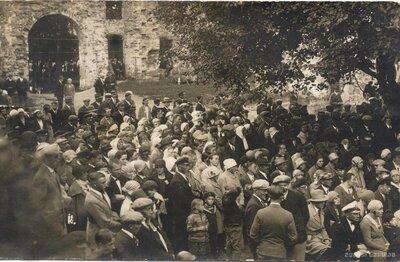 Grobiņas Livonijas ordeņa pils drupas. Dziesmu svētki