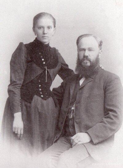 Jaunlatvietis Juris Kalniņš ar sievu Loti