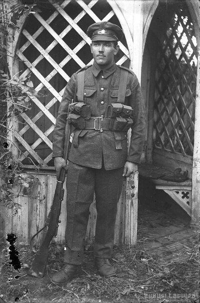 Karavīra un fotogrāfa Andreja Liepiņa portrets
