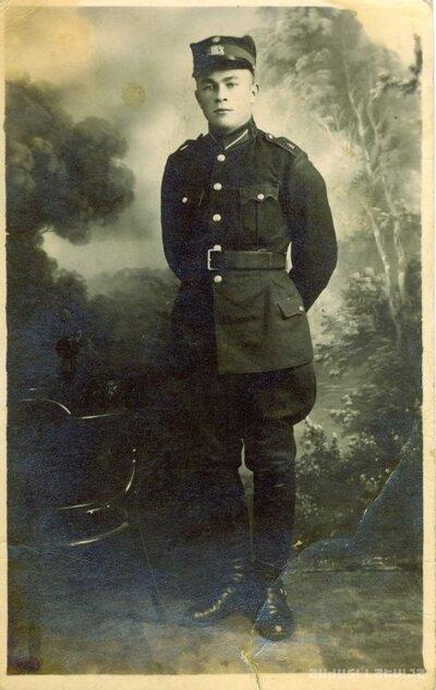 Ventspils. Vīrieša fotoattēls uniformā