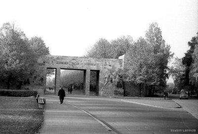 Rīgas Brāļu kapu vārti