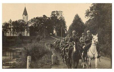 Ērgļi. Latvijas armijas jātnieku vienība mācībās