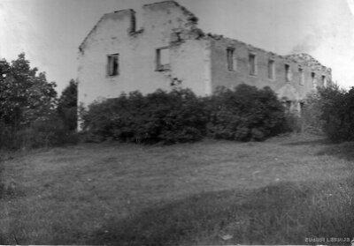Vietalvas pirmās pakāpes pamatskolas drupas pēc Otrā pasaules kara
