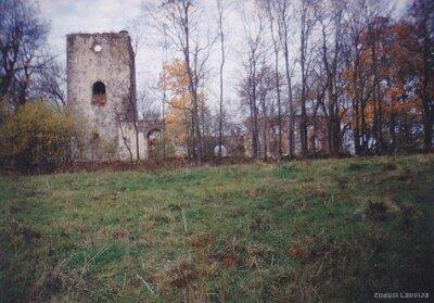 Embūtes luterāņu baznīca. Skats no lielceļa