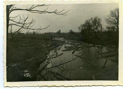 Kokmateriālu pludināšana Zalvītes upē